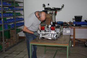 Ho, ho: der Meister selbst! Michael Triebel in seiner Werkstatt. Foto: Moss mobile U. G. Michael Triebel