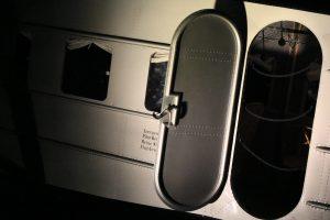 Für das erkennbar im Trudeln befindliche EBC-Flugzeug gilt: Der Letzte macht die Tür zu! Foto: Graf Motz von Ätze