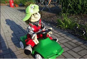 """Das Gärtner-Grün hier war mit dem Kollegen gar nicht abgesprochen ... Noch ein Rechteverstoß: Ausschnitt aus Bildzitat Screenshot Facebook Schroedern 05.10.2019 """"Fridays for Hubraum"""""""