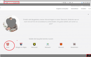 """Bildzitat (mit Markierungen bearbeiteter) Screenshot der Homepage Baupilot.com am 09.02.2020: Das Management dieses Unternehmens schreckt noch nicht einmal davor zurück, die Gemeinde Wain als """"Städte [sic] die baupilot bereits nutzen"""" aufzuführen! Die Gemeinde Wain als """"Kunde"""" der Baupilot GmbH, dessen einer von zwei Geschäftsführern der Wainer Bürgermeister Stefan Mantz ist? Einmal ganz abgesehen davon, dass die Mehrheit der hier aufgeführten angeblichen """"Städte"""" gar keine sind. (Das Foto wurde zum Schutz der Bild- und Persönlichkeitsrege der Baupilot GmbH gefühlsstark unkenntlich gemacht.)"""